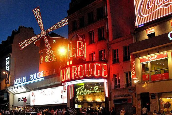 59392095_1274627088_800pxMoulin_rouge_at_midnight.jpg